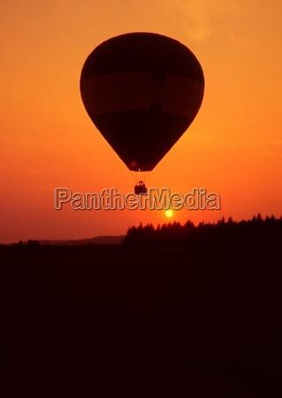 paseo vuelo puesta del sol romantico