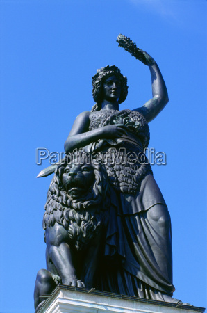 mujer historico monumento beber bebida ocio