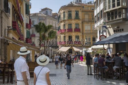 cafes and restaurants on plaze del